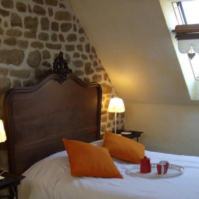 lit double chambre triple gite hortensias baie mont saint michel